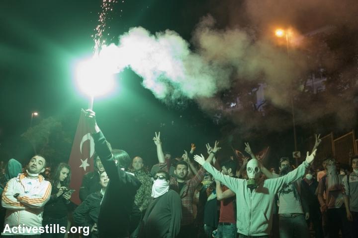 הפגנה נגד הממשלה ליד אצטדיון הכדורגל של בשיקטאש, איסטנבול יוני 2013. (צילום: אורן זיו /אקטיבסטילס)