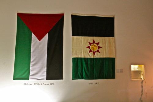 דגלים עיראקיים מעידנים אחרים (צילום: כמאל רסול)
