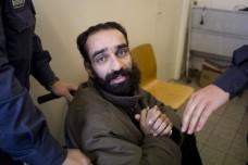 סאמר עיסאווי ששבת רעב מעל מאתיים ימים בבית המשפט בדיון בעתירתו נגד מעצרו המנהלי (צילום: אורן זיו)