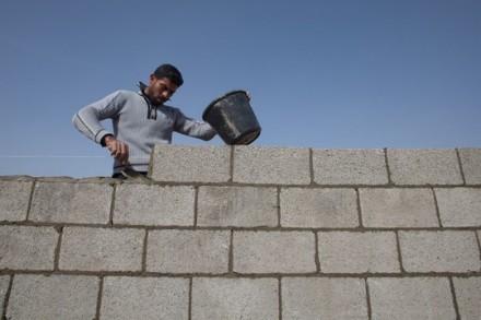 """פועל בעזה. צילום: אימאן מוחמד. באדיבות """"גישה"""""""