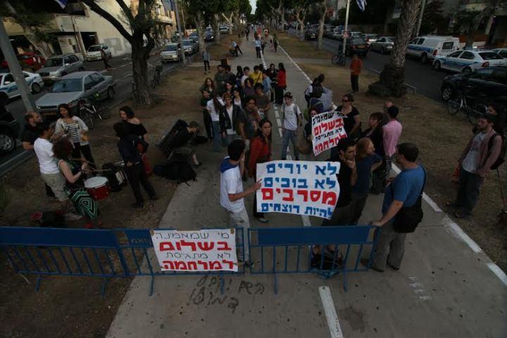 ההפגנה ב-2009: לא יותר משלושים וחמש מפגינות (צילום: מנחם ברגר)
