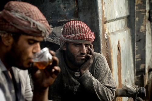 """פועלים בעזה בשעת תה. צילום: אימאן מוחמד, עבור """"גישה"""""""