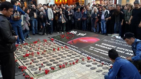 שטיח של זיכרון (עאיישה גול אלטינאי)