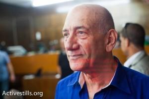 אהוד אולמרט לפני הקראת גזר הדין במשפטו. תל אביב, 13.5.2014 (צילום: אקטיבסטילס)