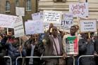 מפגינים מול שגרירות סודאן (אילוסטרציה: Sudan Tribune CC BY-NC-SA 2.0)