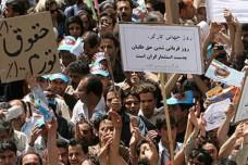 הפגנה בטהראן לציון האחד במאי בדרישה להעלאת שכר המינימום