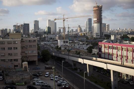 הדרך שמובילה לתחנה המרכזית. דרום תל אביב (צילום: אקטיבסטילס)