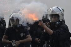 אלימות משטרתית, מעצרים וטוויטר: סוף שבוע של מאבק בתורכיה