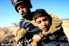 מעצר ילד בבית אומר, 2010 (צילום: אן פאק/אקטיבסטילס)