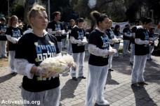 פעילי זכויות בעלי חיים מחזיקים גופות של חיות במשמרת שקטה בתל אביב (אקטיבסטילס)