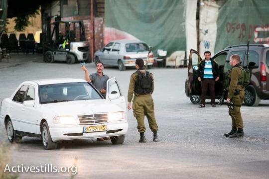 חיילים בכניסה לחברון אוכפים את הסגר (יותם רונן / אקטיבסטילס)