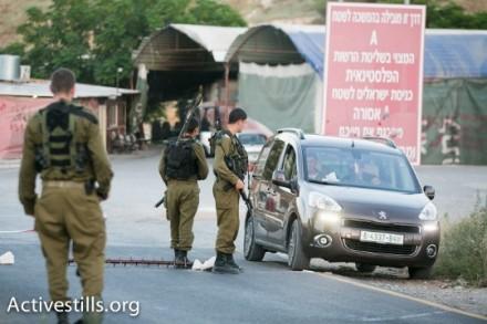 חיילים אוכפים סגר בכניסה לחברון (צילום: אקטיבסטילס)