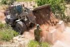 דחפור צבאי חוסם דרכים בגדה המערבית (אקטיבסטילס)