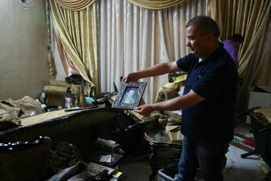 ספות קרועות ותמונות שבורות אחרי חיפוש בחברון (חגי מטר)