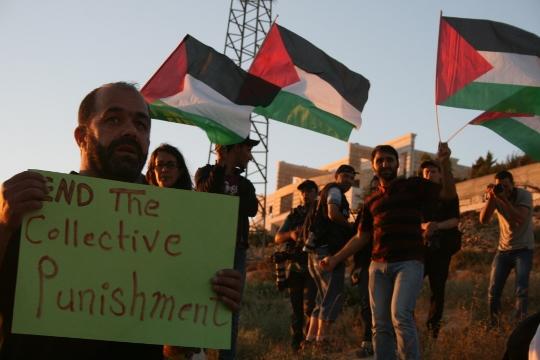הפגנה שקטה בשקיעה (חגי מטר)