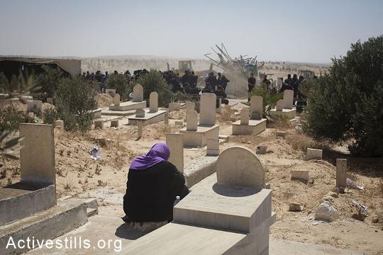 ההריסות בבית הקברות אל-עראקיב (אקטיבסטילס)