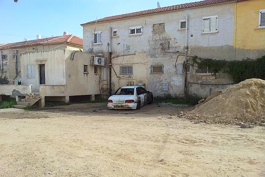 """החצר האחורית של באר שבע: שכונה ג'. לתושבים מעבר מחנות צה""""ל לא ישנה דבר צילום: דני בלר"""