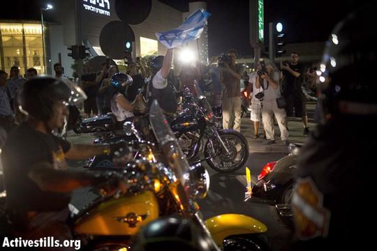 חבורה של אופנוענים שהצטרפה להפגנת הנגד (צילום: אורן זיו/אקטיבסטילס)