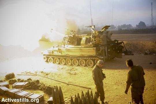 טנקים ישראלים וחיילים על גבול עזה-ישראל. (יותם רונן/אקטיבסטילס)