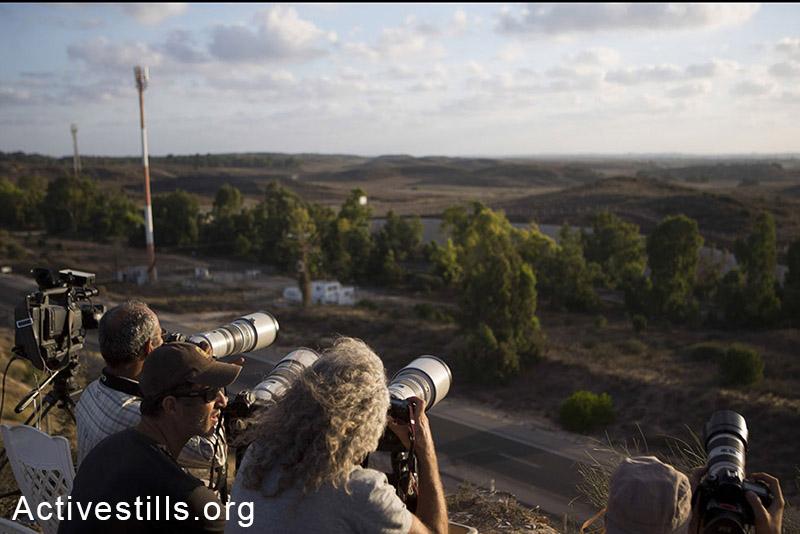 תקשורת בינלאומית גם צופה בשיגורים, הגבעה ליד שדרות. (אורן זיו/אקטיבסטילס)