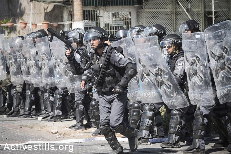 הלווית מוחמד חוסיין אבו-ח׳אדר בשועפט, מזרח ירושלים, ה-4 ליולי, 2014 (יותם רונן/אקטיבסטילס)
