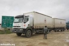 משאיות של הצלב האדום בכרם שלום (צילום: אקטיבסטילס)