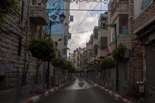 רחובות ריקים, רמאללה (בסאם אלמוהור)