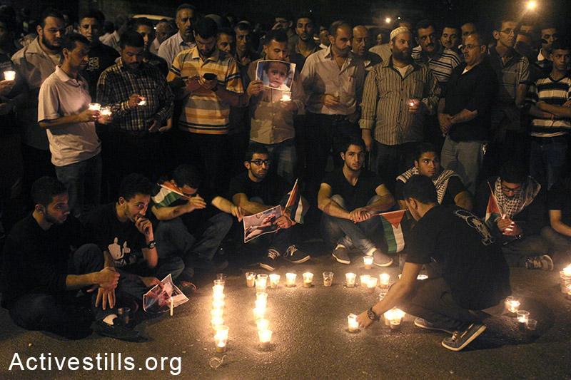 פלסטינים בהפגנה לילית נגד ההתקפה הישראלית על עזה, ה-14 ליולי, שכם, אחמד אל-באז/אקטיבסטילס