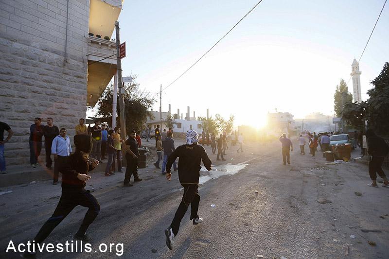 עימותים באזור חוסאן שליד בית לחם פרצו לאחר הלוויתו של מחמוד אל-המרמרה, בן 33 שנהרג על ידי חיילים ישראלים במהלך הפגנה נגד המתקפה על עזה באזור חוסאן. ה-22 ליולי, 2014.(מוסטפא באדר/אקטיבסטילס)