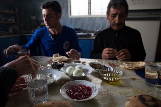 ארוחת בוקר עם סיף ואבו-סיף (בסאם אלמוהור)