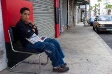 מוכר עיתונים בודד, רמאללה (בסאם אלמוהור)