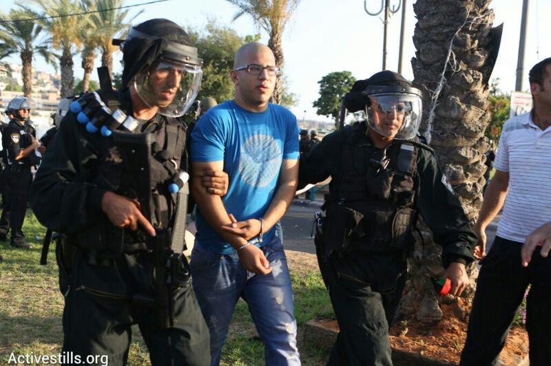 עצור בהפגנה במחאה על רצח הנער מוחמד אבו ח׳אדר, ערערה, יולי ה-5, 2015 (אורן זיו/אקטיבסטילס)