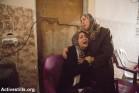 נשים ממשפחת אינת'ז מתאבלות על מותם של שלושה מבני המשפחה בהתקפה על שכונת אל-שג'עיה, 20.7.2014 (צילום: אן פאק / אקטיבסטילס)