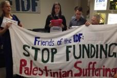 """מנהטן: פעילות בארגונים יהודים מחו נגד """"צוק איתן"""" ונעצרו"""