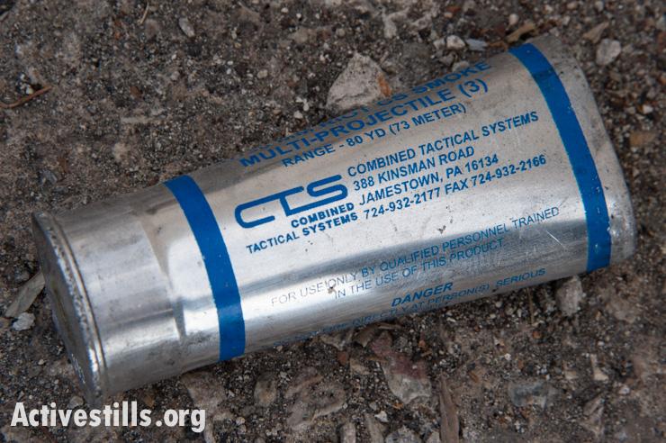"""רימון גז מדמיע תוצרת ארה""""ב בשטחים (ריאן רודריק ביילר / אקטיבסטילס)"""