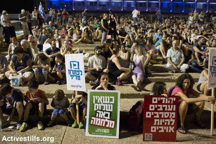 מחנה השלום בהפגנה בכיכר רבין, בתום המלחמה. 16 באוגוסט 2014. (צילום:  אורן זיו/אקטיבסטילס)