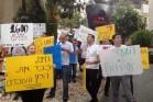 """משמרת מחאה של עובדים מחוץ לביתו של מנכ""""ל פרטנר, חיים רומנו (צילום: דוברות ההסתדרות)"""
