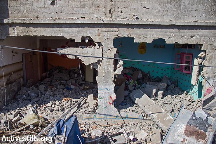 חלקו האחורי של בית אבו עודה ובו שני חדרים בקומת הקרקע שנהרסו. 12 אוגוסט 2014. (באסל יאזורי/אקטיבסטילס)