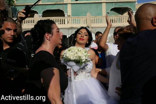 הכלה מורל מלכה בדרכה לחתונה. יפו (צילום: יותם רונן/אקטיבסטילס)