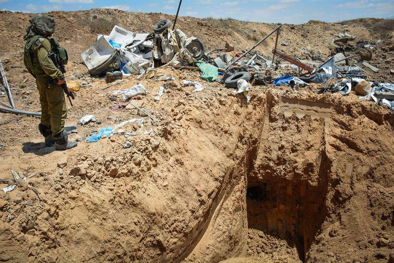 חייל ליד מנהרה שנחשפה בגבול עזה (צילום: IDF CC BY-NC 2.0)