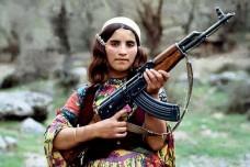 """לוחמת פק""""ק בגבול איראן-עיראק (James Gordon CC BY-NC 2.0)"""