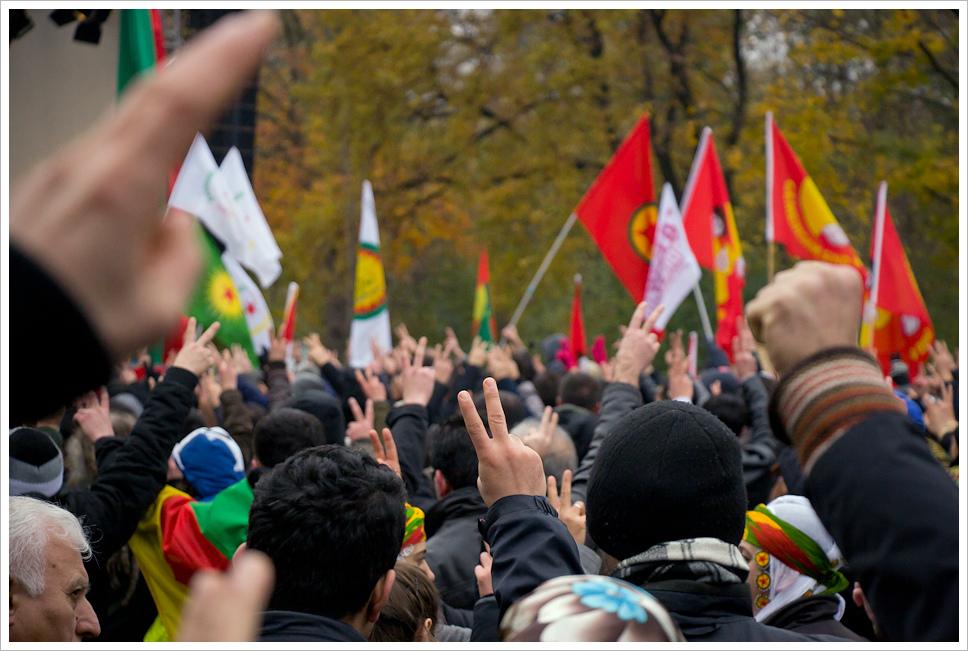 """הפגנה של תומכי הפק""""ק בברלין (Montecruz Foto CC BY-SA 2.0)"""