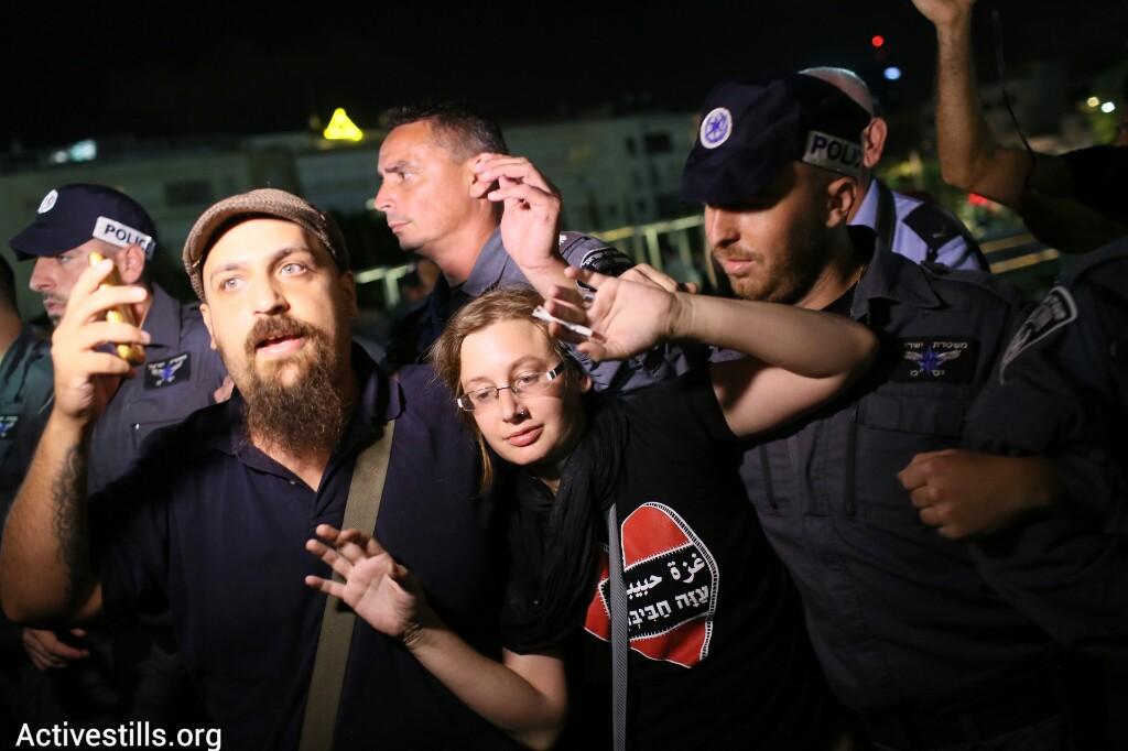 מפגינים ושוטרים, כיכר הבימה (אורן זיו / אקטיבסטילס)