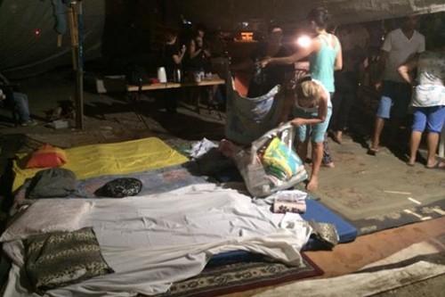 המשפחות המפונות נערכות ללילה במאהל