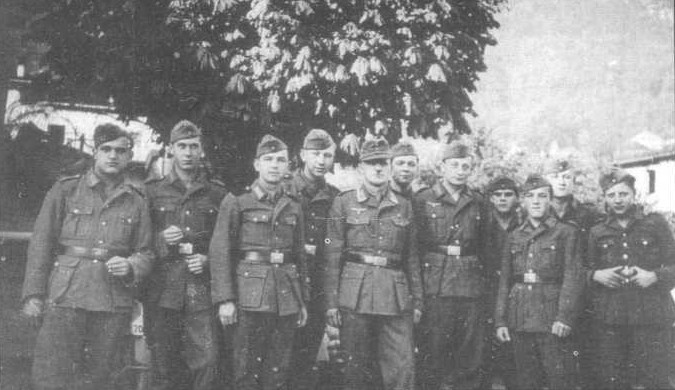 יעקב אינגרמן (חמישי מימין) עם חיילים פולנים