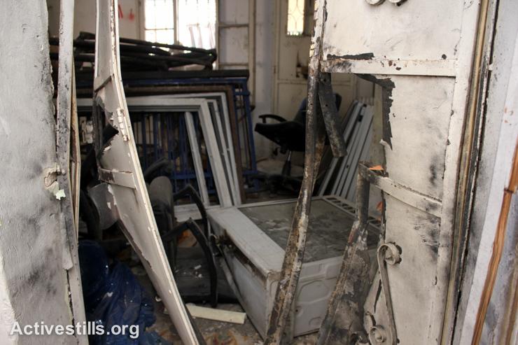 דלתות הפלדה שהופצצו בעת הכניסה לביניין. (אחמד אל-באז/אקטיבסטילס)