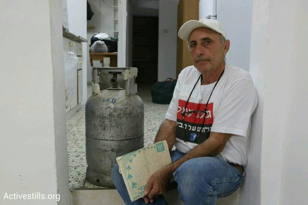 תושב גבעת עמל מתבצר בבית עם בלון גז (קרן מנור / אקטיבסטילס)