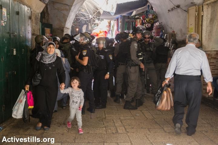 שוטרים בעיר העתיקה בירושלים. צילום: פאיז אבו-רמלה, אקטיבסטילס