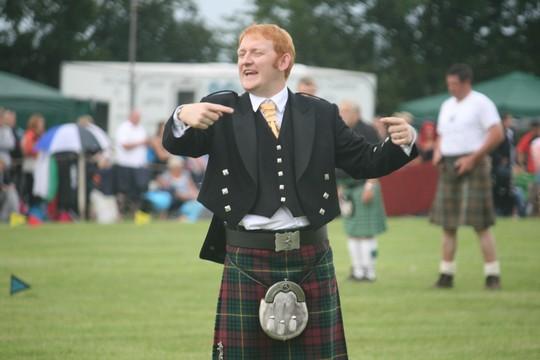 תחרויות משיכת בחבל בכפר ארת', סקוטלנד (חגי מטר)