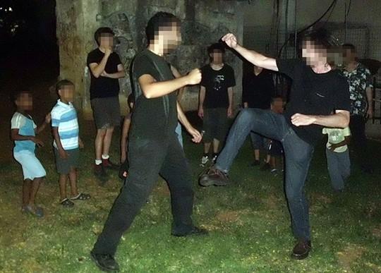 """אימונים בהגנה עצמית (צילום באדיבות """"אחדות"""")"""